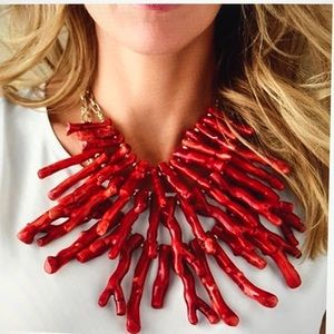 CHICO'S STUNNING FAUX CORAL STATEMENT NECKLACE